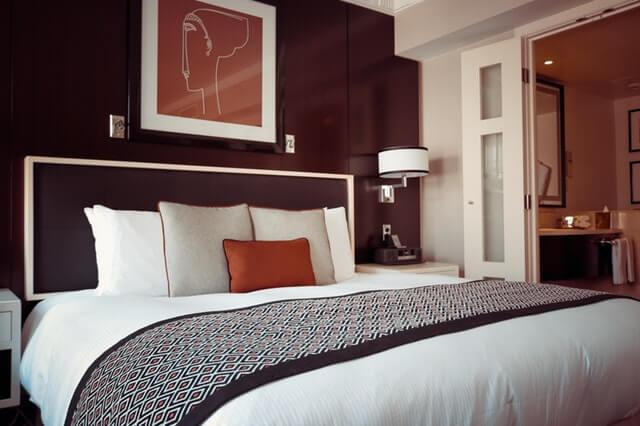 bed-bedroom-cozy-164595 (1)
